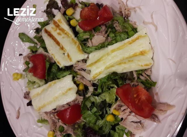 Hellimli Tavuklu Salata