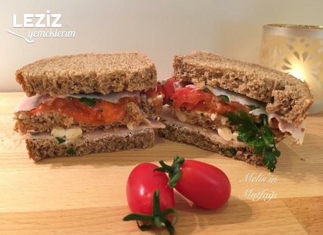 Domatesli Kekikli Sandviç