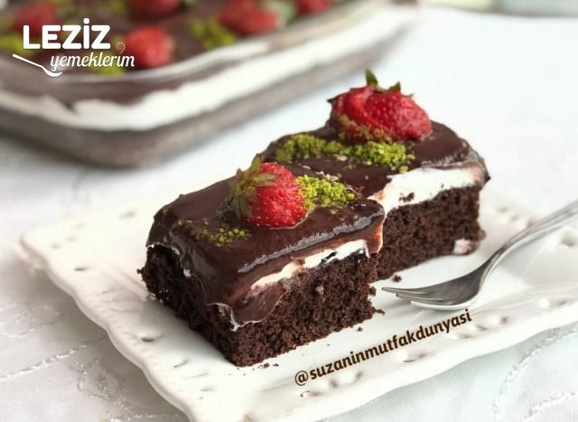 Krem Şantili Çikolata Soslu Kek