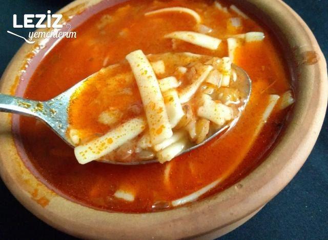 Yeşil Mercimekli Erişte Çorbası (Sakala Çarpan Çorba)