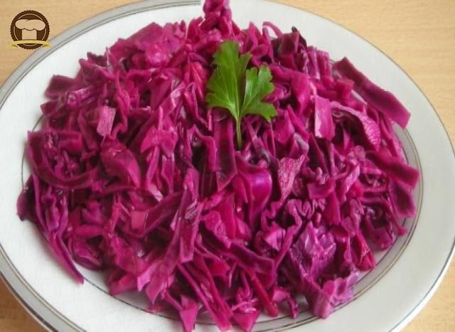 Soslu Kırmızı Lahana Salatası