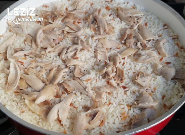 Tavuk Suyuna Tavuklu Pirinç Pilavı
