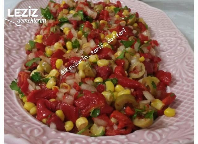 Mısırlı Zeytinli Köz Biber Salatası
