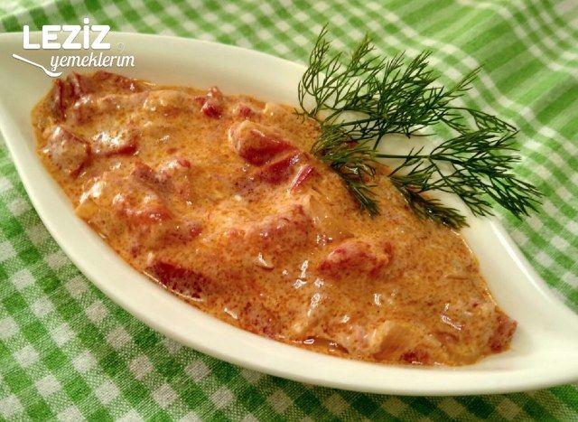 Yoğurtlu Kırmızı Biber Salatası Tarifi