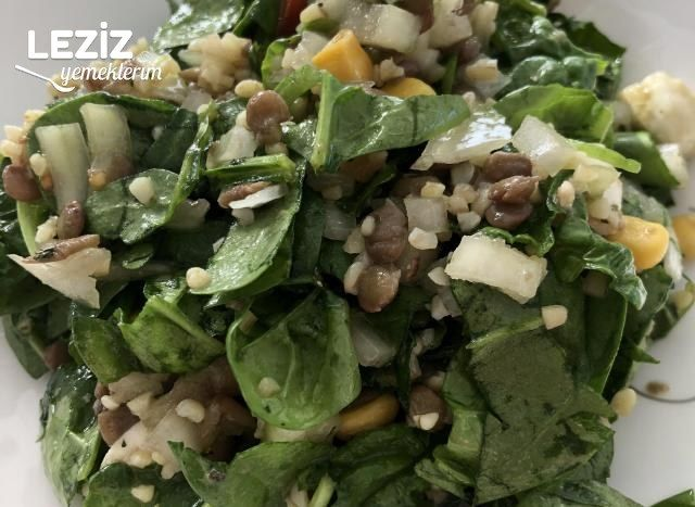 Bol Malzemeli Bulgurlu Ispanak Salatası