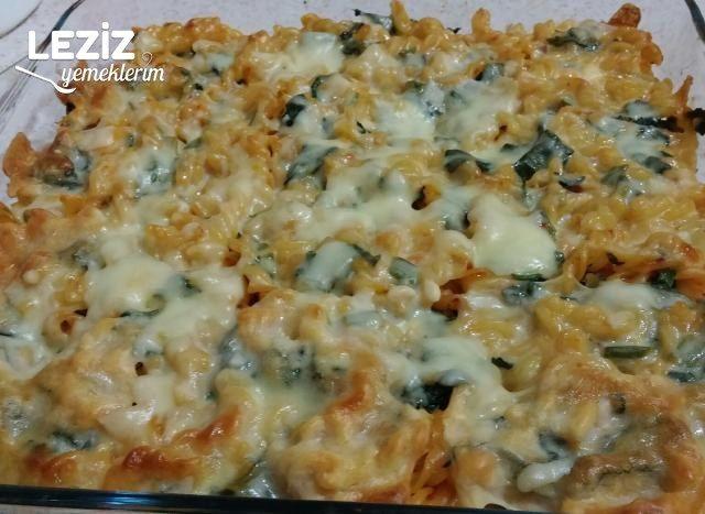 Fırında Ispanaklı Peynirli Makarna