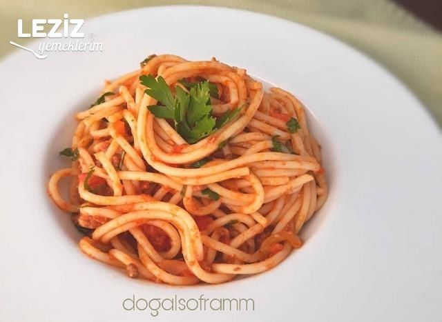 Domates Soslu Kıymalı Spagetti