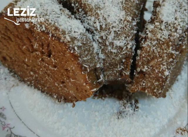 Yumuşacık Çikolata Soslu Kek Tarifi