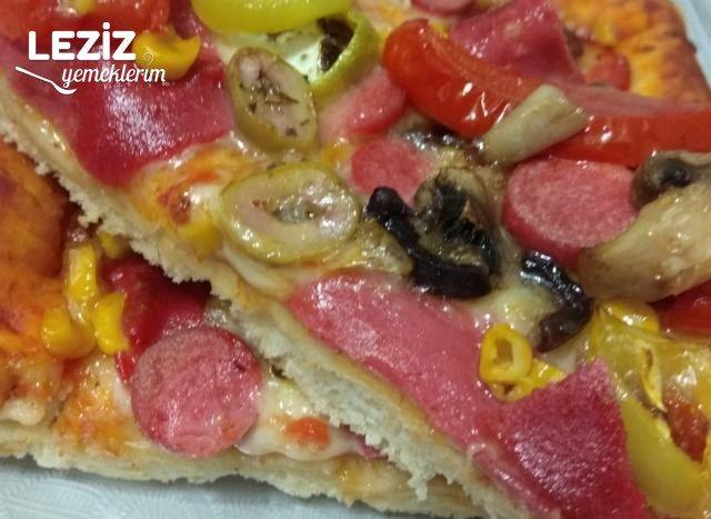 Ev Yapımı Dolgu Kenarlı Pizza