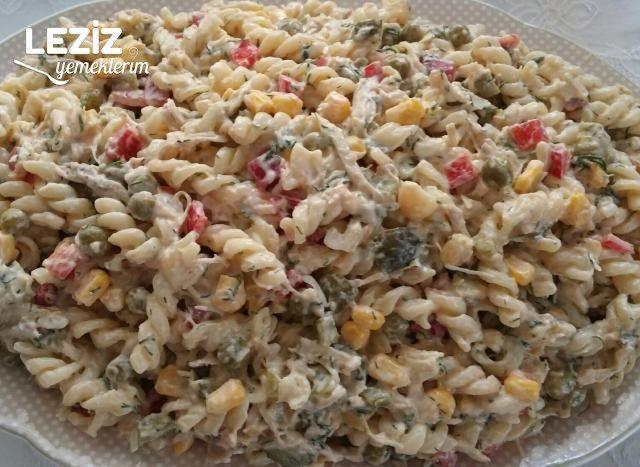 Nefis Tavuklu Makarna Salatası