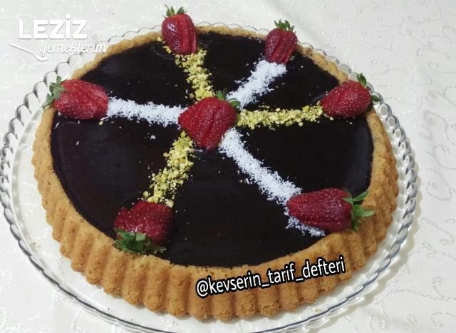 Çikolata Soslu Havuçlu Tarçınlı Tart Kek