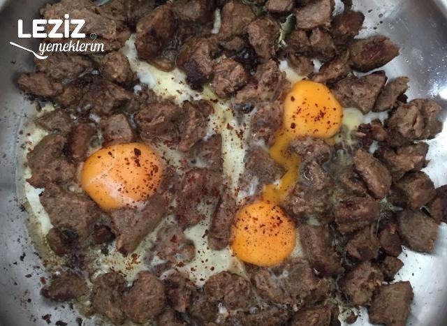 Kavurmalı Yumurta