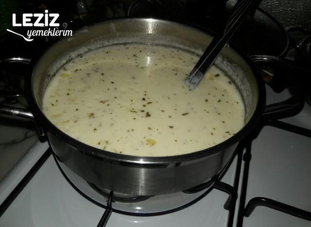 Bol Malzemeli Yoğurt Çorbası
