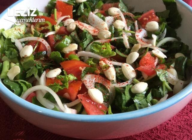 Rokalı Bademli Salata