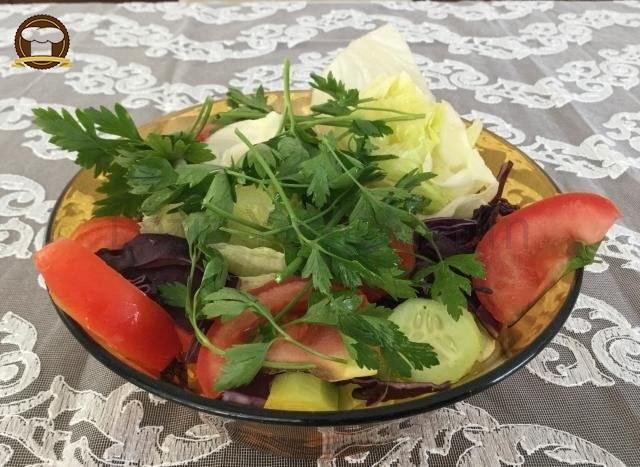 Göbek Marul Salatası