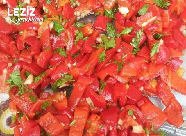 Soğanlı Közlenmiş Biber Salatası