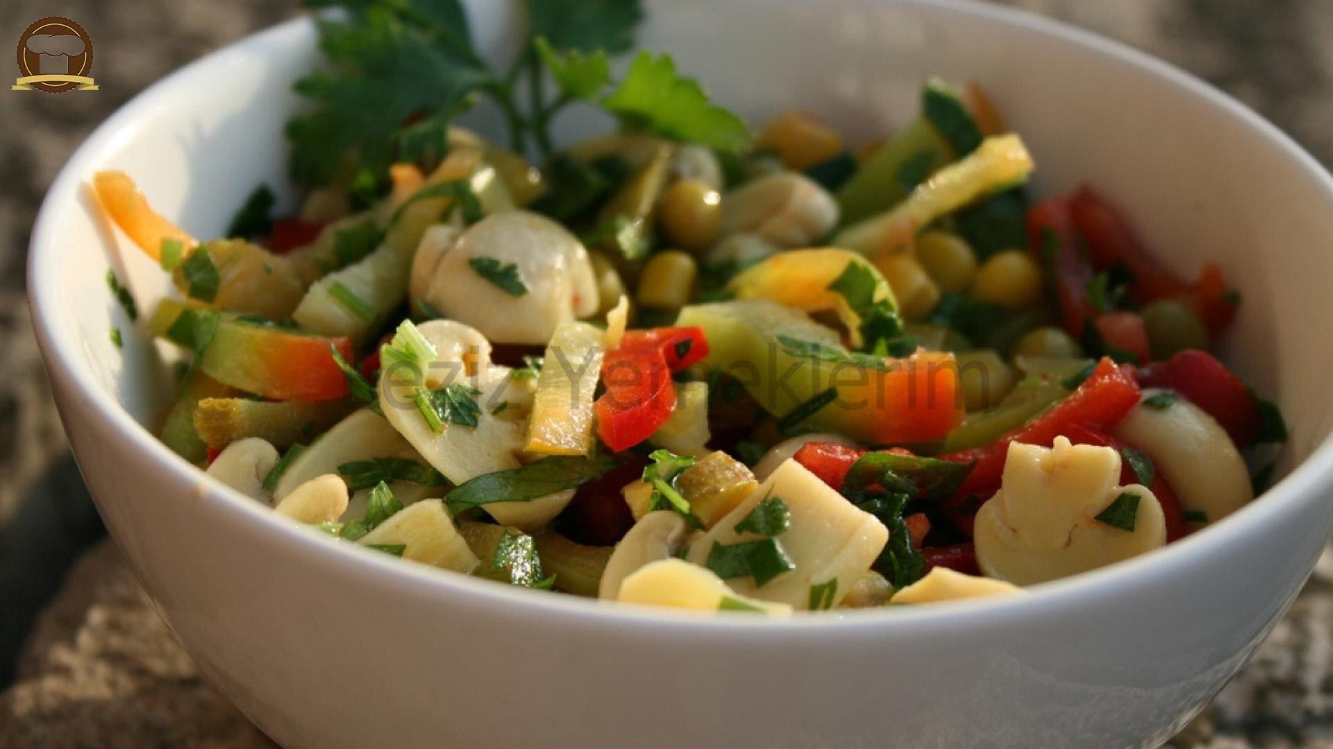 Pratik Mantar Salatası