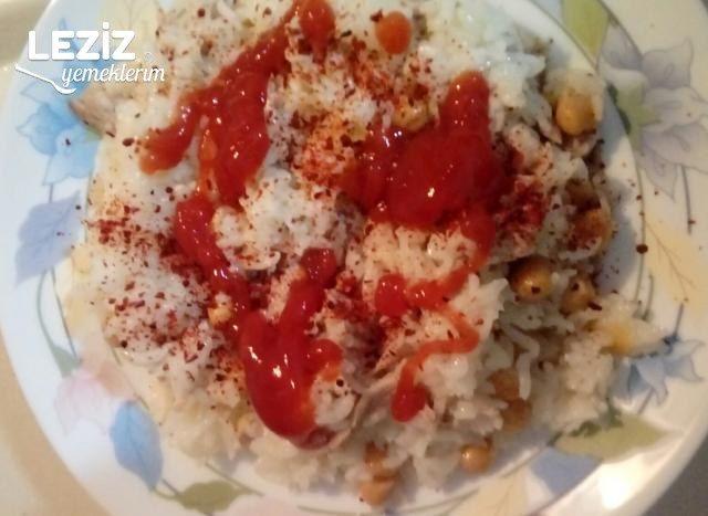 Tavuklu Nohutlu Pirinç Pilavı (Tereyağı Ve Tavuk Sulu)