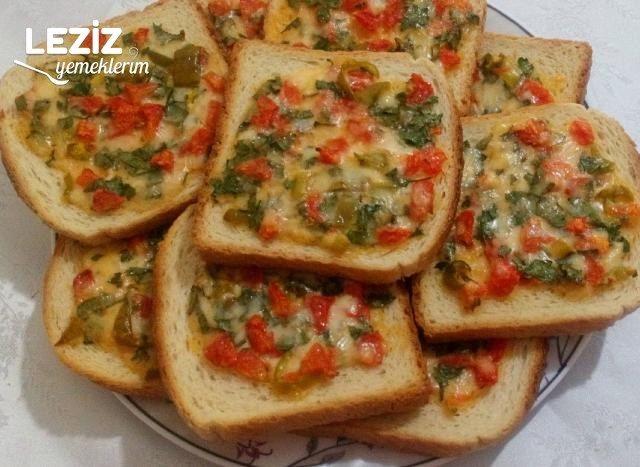 Fırında Yumurtalı Peynirli Ekmekler