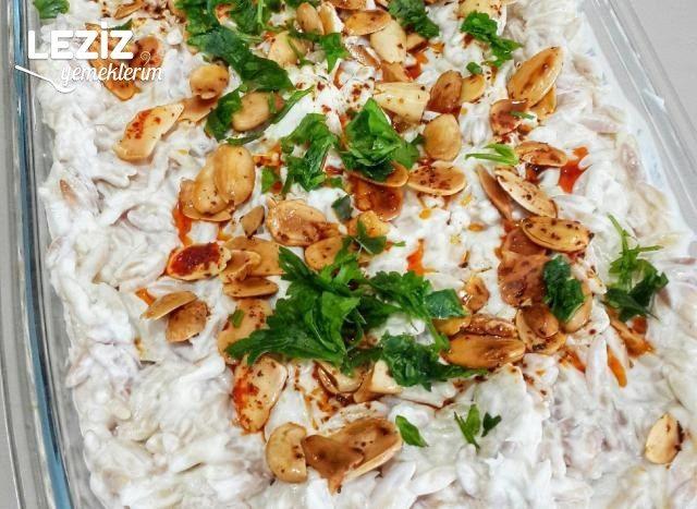 Bademli Yoğurtlu Şehriye Salatası