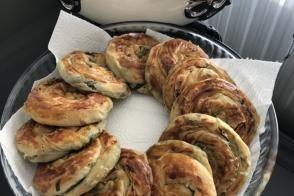 Ispanaklı El Açması Gül Börek