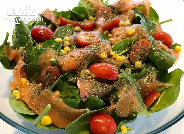 Füme Somonlu Ispanak Salatası