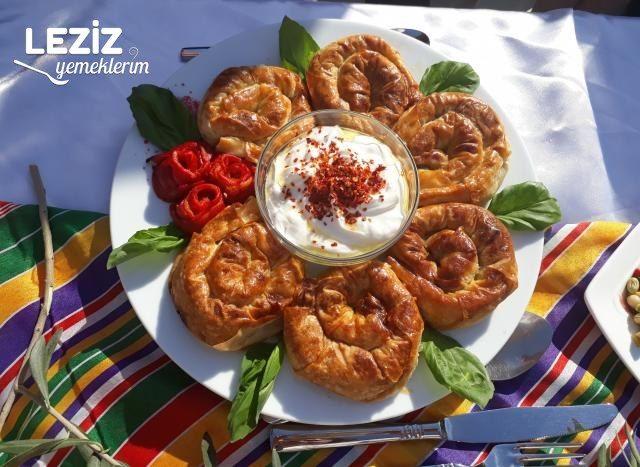 Patlıcanlı Kıymalı Gül Böreği