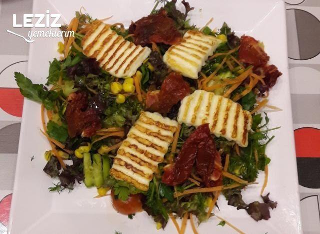Kuru Domatesli Hellimli Kış Salatası