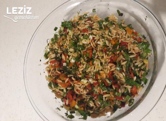 Leziz Arpa Şehriye Salatası