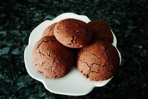 Çikolatalı Fındıklı Çatlak Kurabiye