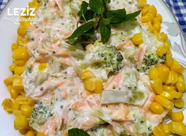 Yoğurtlu Brokoli Salatası (Yemeye Doyamayacağınız)