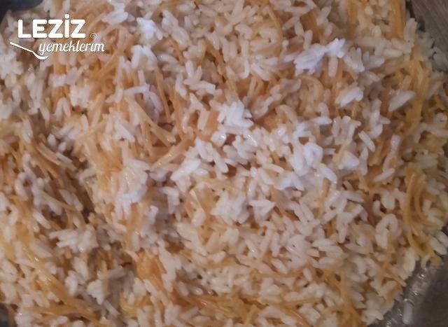 Tereyağlı Tel Şehriyeli Pirinç Pilavı Tarifi