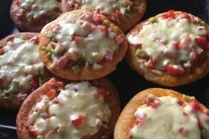 Ev Yapımı Mini Mini Pizzalar