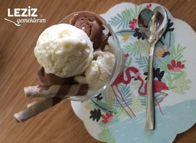 Sade Ve Çikolatalı Dondurma