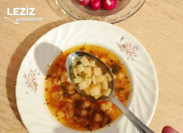Domatesli Erişte Çorbası