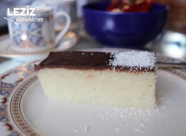 Çikolatalı Hindistan Cevizli İrmikli Tatlı