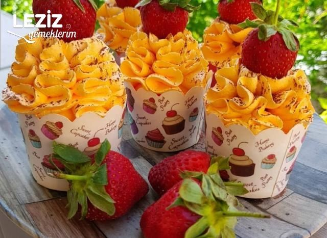 Meyveli Muffin Kek