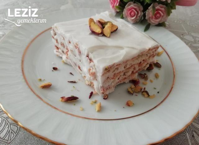Kremalı Yaş Pasta Tarifi (4 Malzeme İle)