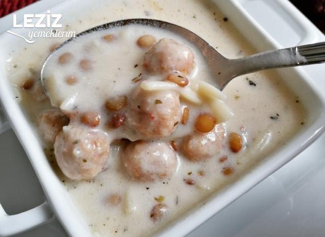 Misket Köfteli Erişteli Yoğurt Çorbası