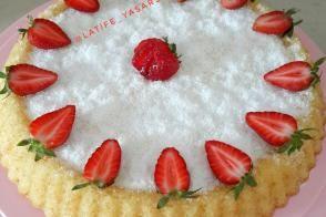 Tart Kalıbında Çilekli Pamuk Pasta