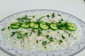 Salatalıklı Şehriye Salatası