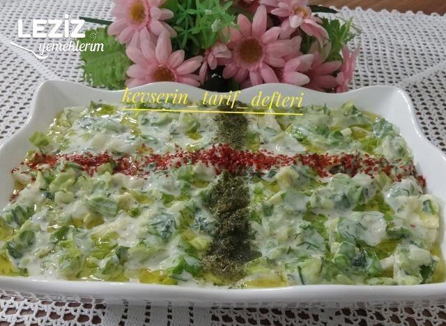 Ferah Yoğurtlu Marul Salatası