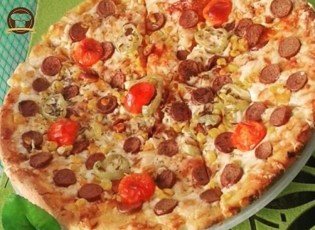 Sosisli Ev Pizzası