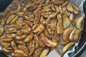 Bol Baharatlı Az Yağlı Elma Dilimi Patates