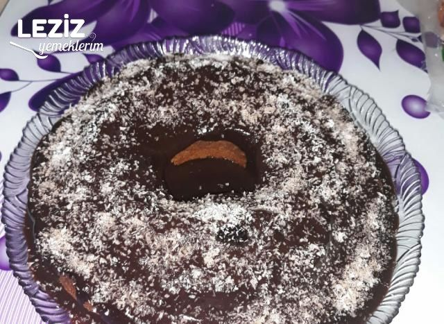 Hindistan Cevizli Çikolata Soslu Kek