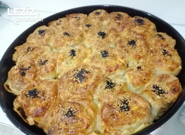 El Açması Lezzetinde Ispanaklı Börek