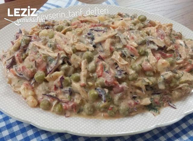 Garnitürlü Tavuklu Nefis Salata Tarifi