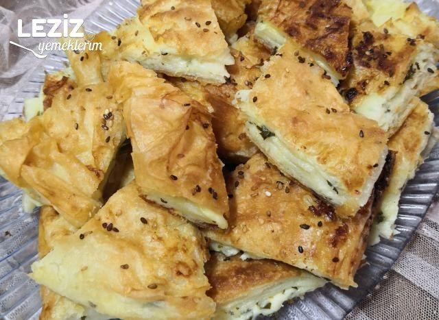 Yufkalı Peynirli Tepsi Böreği