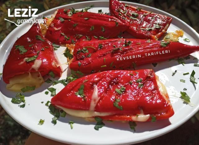 5 Dakikada Kırmızı Biber Tostu