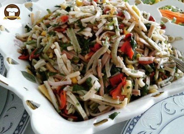 Sebzeli Erişte Salatası